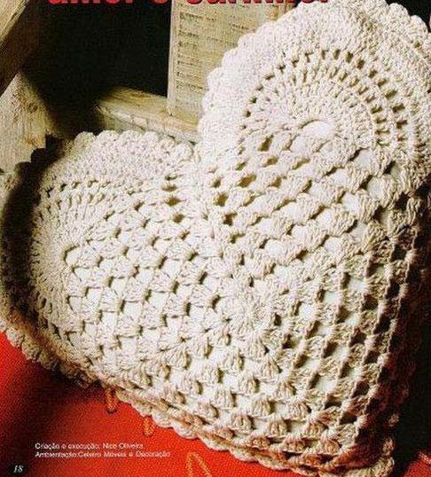 Crochet Heart Shaped Pillow ⋆ Crochet Kingdom