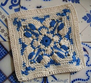 blue and white crochet sqaure 1