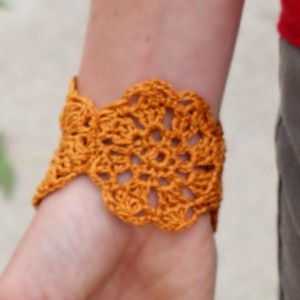 Pretty Crochet Flower Bracelet