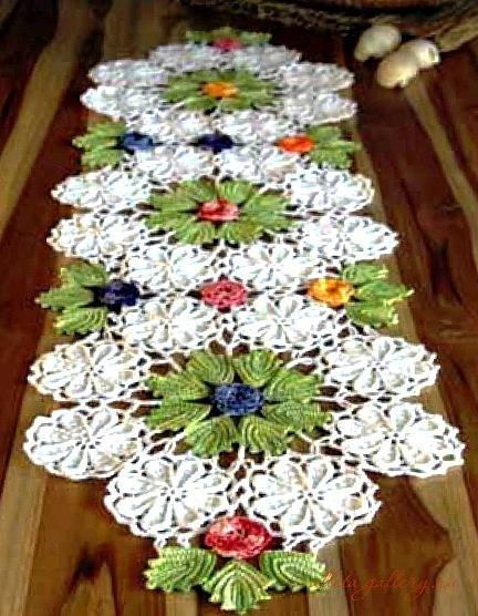 Doily Table Runner Pattern ⋆ Crochet Kingdom
