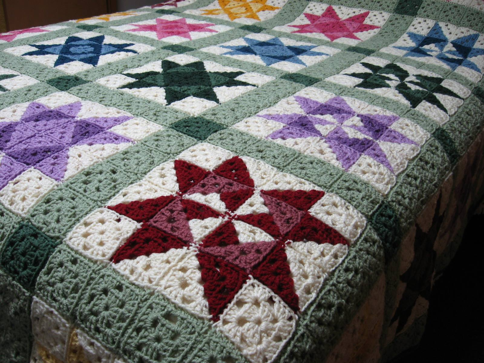 Crocheting Quilts : Star Motif Granny Square Bedspread - free crochet pattern.