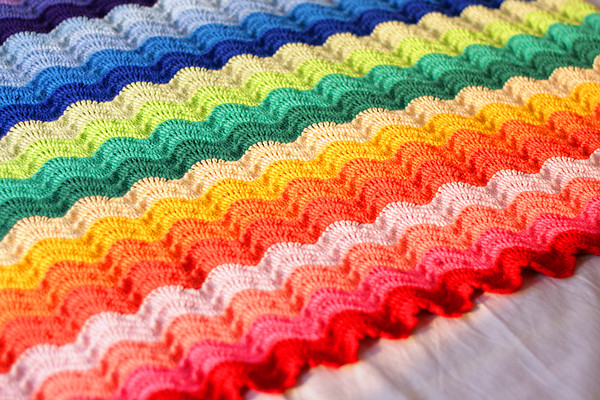 Rainbow Ripples Crochet Blanket Pattern ⋆ Crochet Kingdom