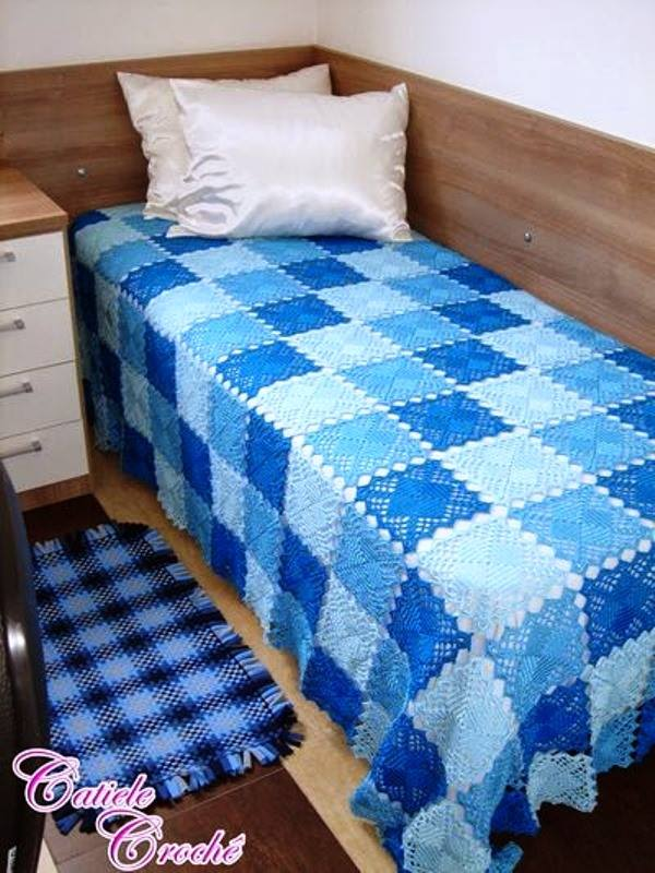 Blue Lace Crochet Squares Bedspread ⋆ Crochet Kingdom