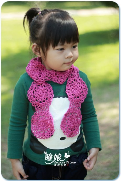 Free Pattern for a Kids Crochet Scarf with Circle Motif