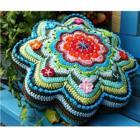 Crochet Flower Star Shaped Pillow Pattern ‹� Crochet Kingdom