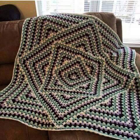 Interesting Granny Square Blanket Tutorial ? Crochet Kingdom