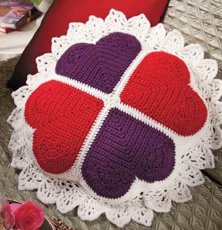 Crochet Heart Pillow ⋆ Crochet Kingdom