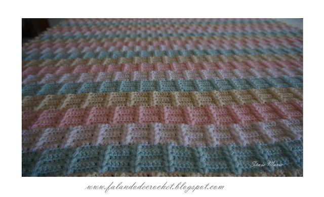 Interesting crochet baby blanekt pattern