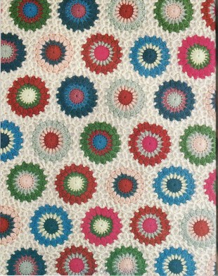 Afghan with round motifs and interesting joining 3