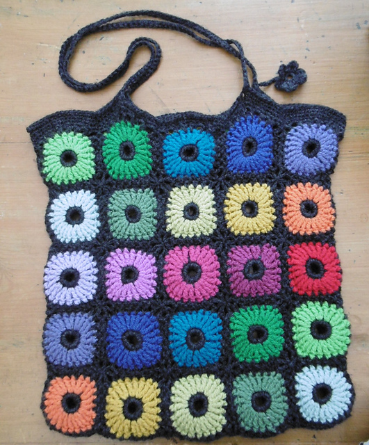 Chrysanthemum Shopper Free Crochet Pattern