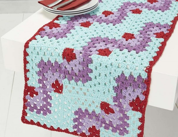 Free Crochet Pattern Flower Table Runner : Crochet Table Runner ? Crochet Kingdom