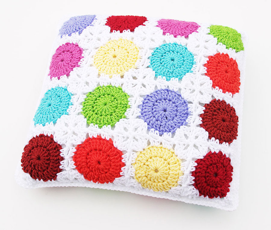 Circle In A Square Motif Pillow ⋆ Crochet Kingdom