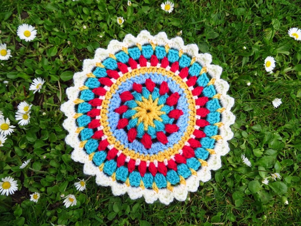 Petals and Puffs Mandala Tutorial