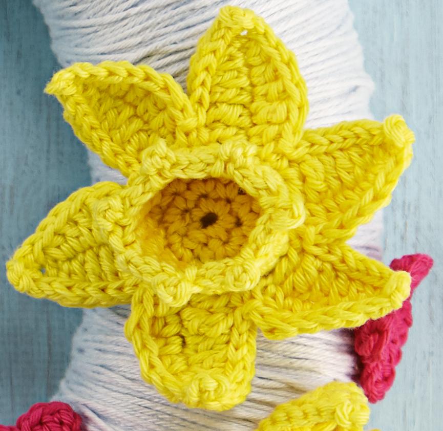 Giant Daffodil Pattern Free Crochet ⋆ Crochet Kingdom