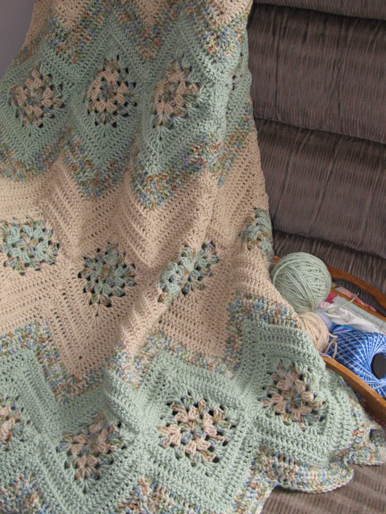 Grannies and Ripples Afghan Free Crochet Pattern ⋆ Crochet Kingdom