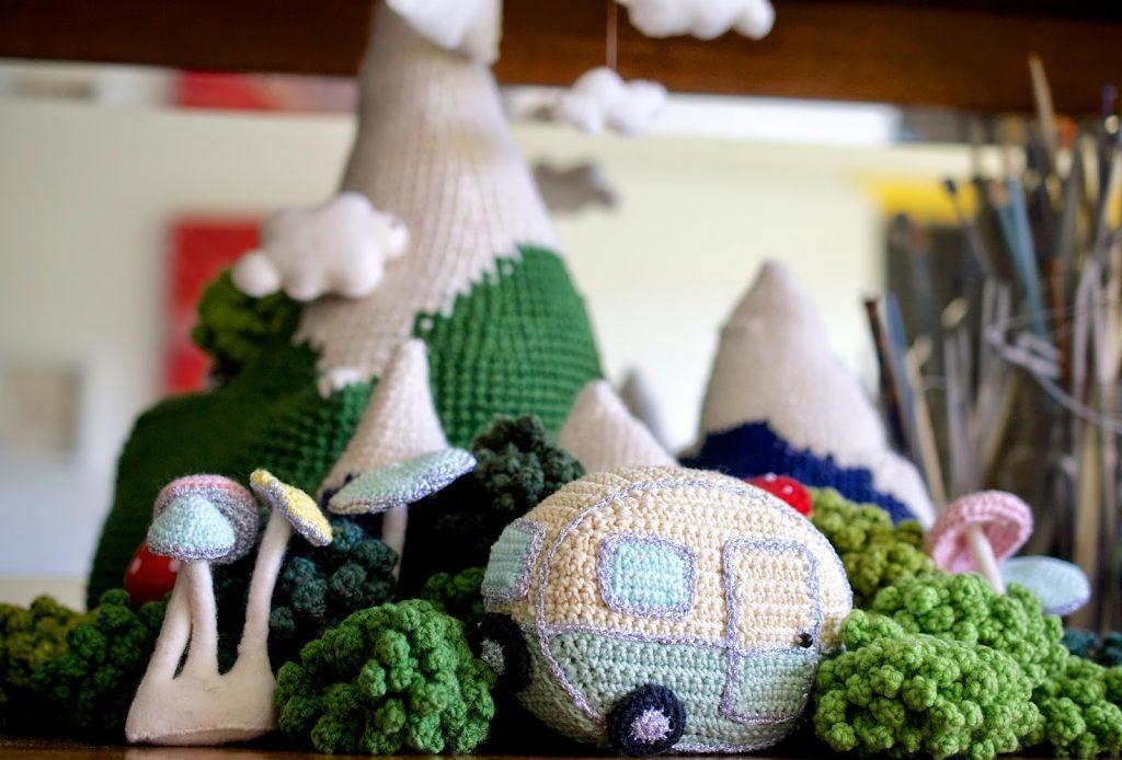 How to Crochet a Mini Vintage Caravan