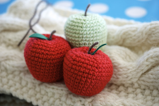 How to Crochet an Apple