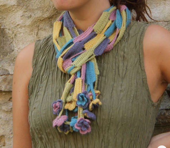 Spring-crochet-scarf-with-flowers-free-pattern