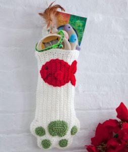 cat-paws-christmas-stocking-free-crochet-pattern