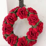 Christmas in Bloom Crochet Wreath Pattern