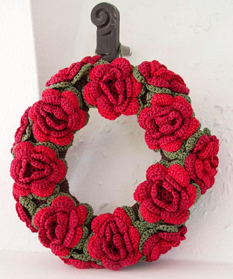 Christmas in Bloom Crochet Wreath Pattern