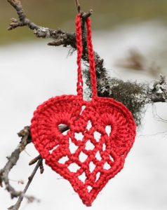 elegant-christmas-heart-ornament-pattern