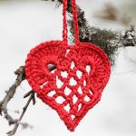 Elegant Christmas heart ornament pattern