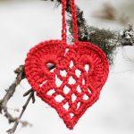 Elegant Christmas heart ornament pattern