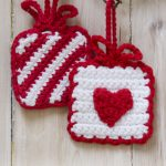 Hanging Gifts Free Crochet Christmas Ornament Pattern