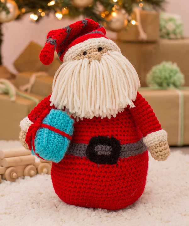 Huggable Santa Pillow Free Crochet Pattern ⋆ Crochet Kingdom