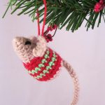 Little Christmas Mouse - free pattern to crochet