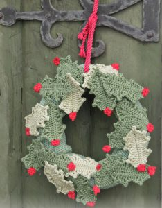 open-for-christmas-holly-leaf-wreath-crochet-pattern