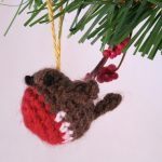 Tiny Christmas Robin - free crochet pattern