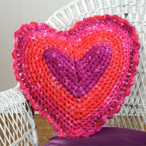heart pillow crochet
