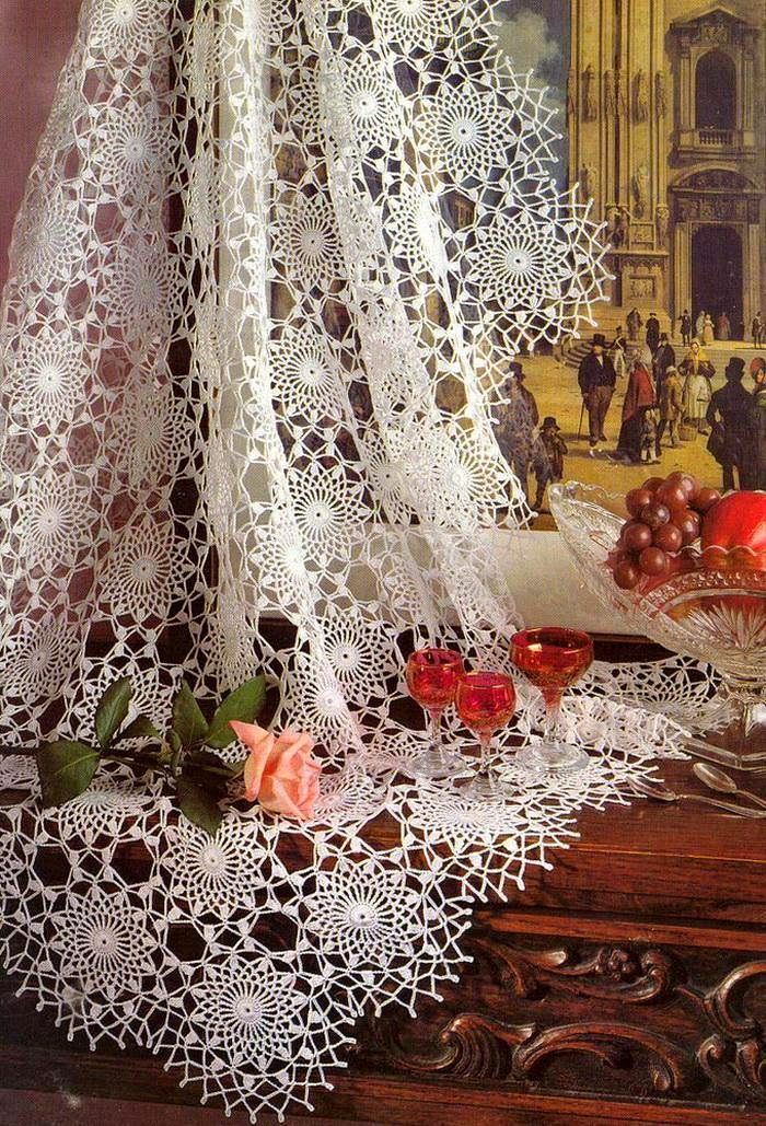 Delciate lace crochet tablecloth