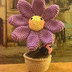 Daisy Flower with Ladybug Free Crochet Pattern