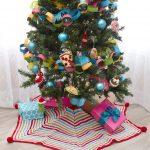 Pompom Trimmed Tree Skirt Free Crochet Pattern for Christmas