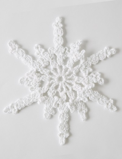 Twinkling Snowflakes Free Crochet Christmas Pattern