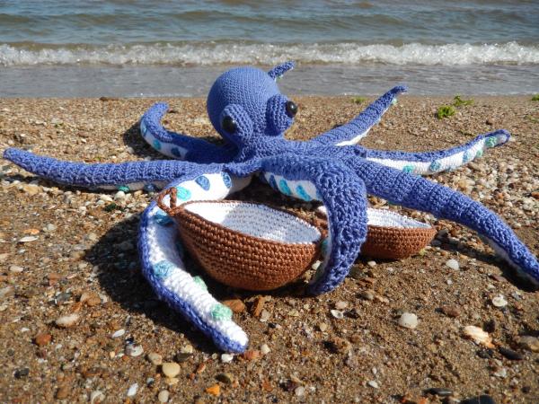 Crochet Baby Octopus Toy [FREE Crochet Pattern] | 450x600