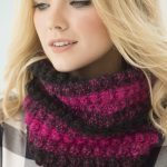 Free Crochet Pattern for a 1 Ball Bobble Cowl.
