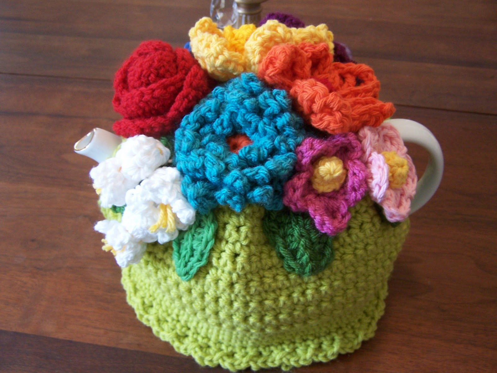 Sweet tea cozy adorned with 3D flowers free crochet pattern