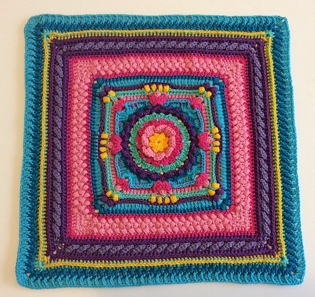 Free Crochet Pattern for Celia Cushion Cover.