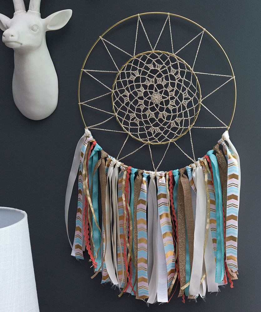 Free Crochet Pattern for a Doily Dreamcatcher.