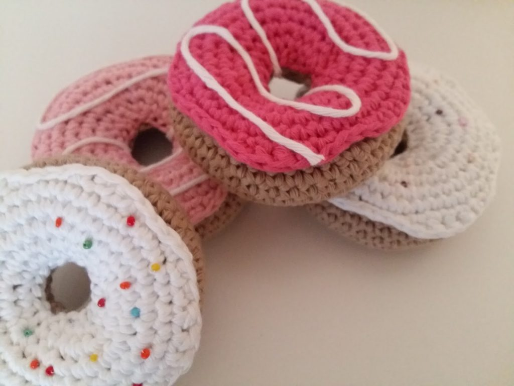 Free Crochet Pattern for a Donut.