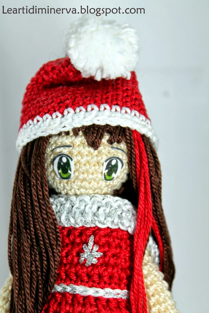 Free Crochet Pattern for a Christmas Doll Amigurumi