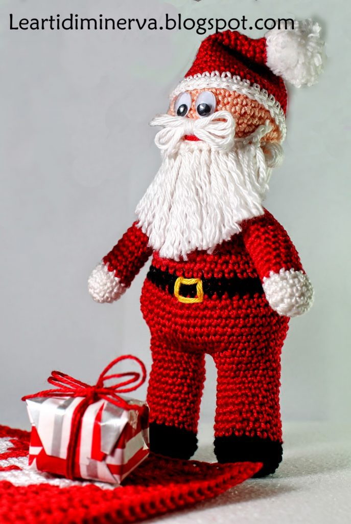Free Crochet Pattern for a Santa Claus Amigurumi