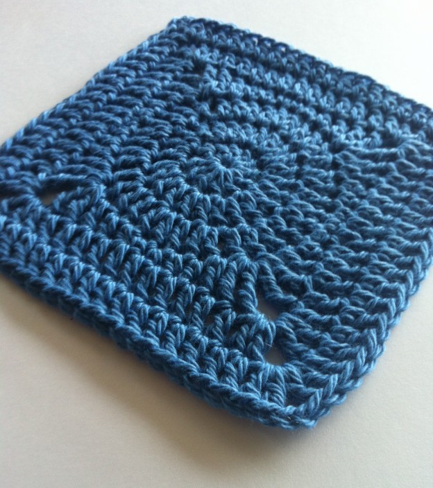 Free Crochet Solid Square Pattern with Circle Middle