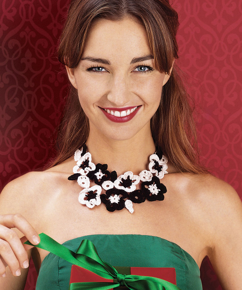Free Crochet Pattern for a Flowering Necklace