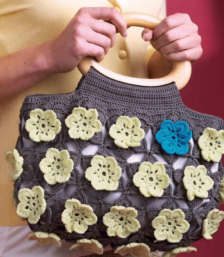 Free Crochet Pattern for a flower handbag
