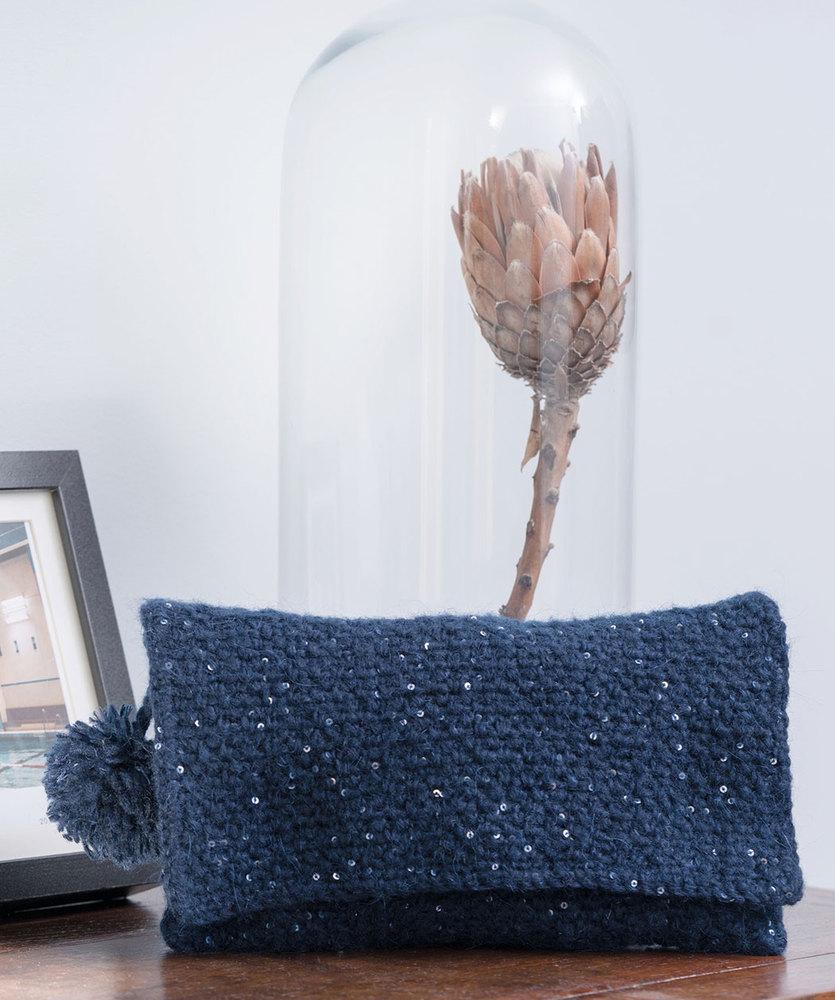 Free Crochet Pattern for a Bella Clutch